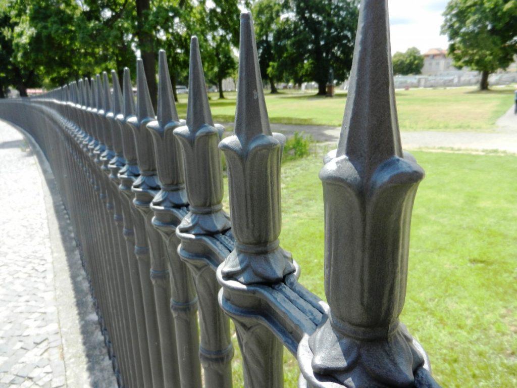 Aluminium ou acier choisir le bon mat riau pour votre portail ou votre cl ture avis for Cloture acier ou aluminium