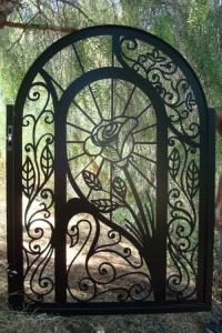 portail-jardin-ornement-rose-fer-forge